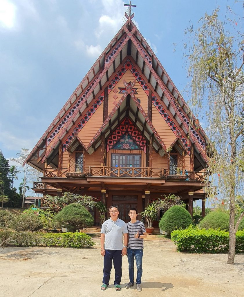 Nhà Thờ Tôn Giáo tồn tại nữa thế kỷ với kiến trúc Nhà rông của đồng bào K'ho tại Lâm Đồng.